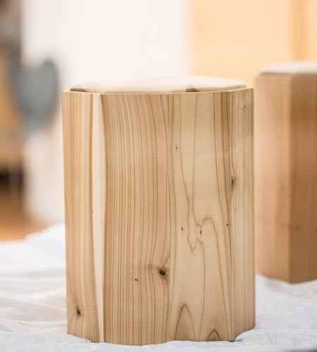 Runde Urne aus Holz